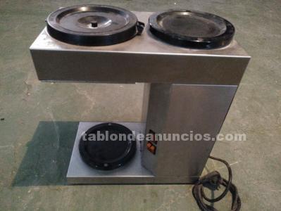 Cafetera de filtro y dispensador usada.