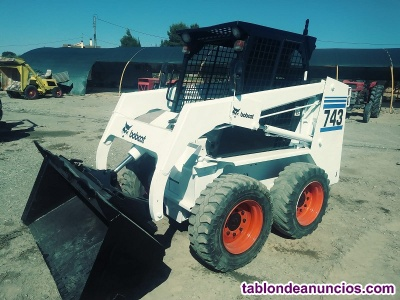 Mini pala bobcat 743 matriculada.