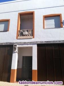 Edificio con local comercial y vivienda.