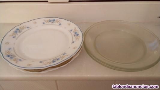 Vendo lote de platos y vasos variados.55 piezas