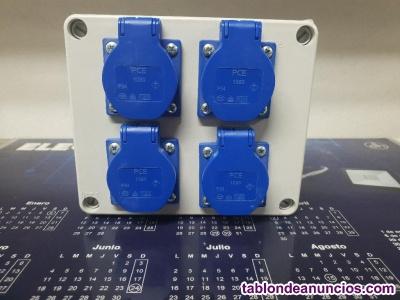 Caja de superficie estanca con 4 bases shuko.