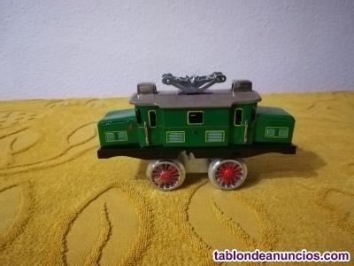 Maquina de tren paya en hojalata..