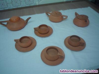 JUEGO DE TE O CAFE DE BARRO FINO, CON TETERA, LECHERA, AZUCARERO Y 4 PLATITOS Y