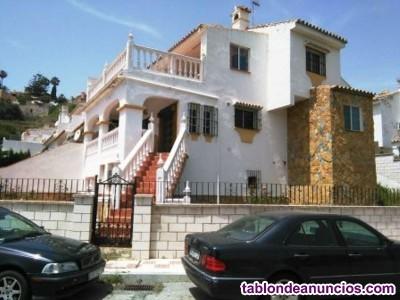 BC1678-V  Se vende gran villa de esquina de más de