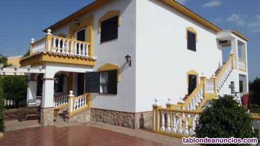 En venta  amplia villa sobre una parcela de  1.400