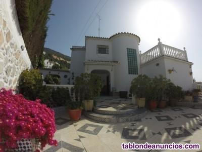 Espectacular casa estilo Andaluz en una de las mej