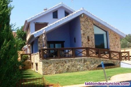BC465-V  Se vende villa independiente sobre 750m2