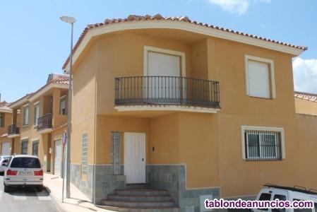 1097-V -. Se vende fantástica  casa de esquina de