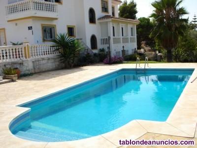 En venta estupenda villa de 380 m2 útiles de tres