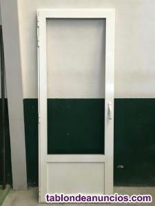 Puerta en blanco