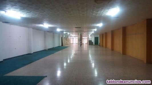 Aalquilo local 526mtsº escaparates persianas,mto-techo placas-terrazo-tienda