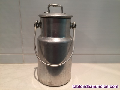 Antigua lechera metálica de 1 litro