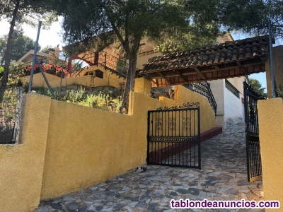 ¡Maravilloso chalet en Residencial Pinares del Mecli, Tibi!