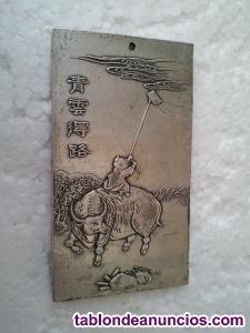 Lingote budista de plata tibetana. Amuleto budista. Talisman tibetano. Buda. Zen