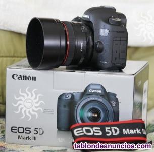Canon EOS 5D Mark III con lente EF 24-105mm IS