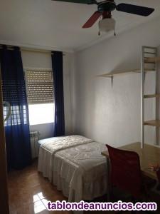 Señora alquila dos habitaciones con baño completo