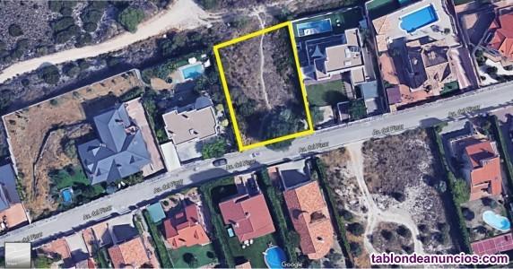 Venta de parcela de 1032m2 en venta en la urbanización privada montehermoso, campo real.
