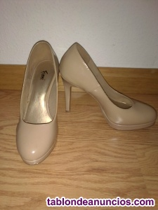 Vendo zapatos de tacón talla 36 color nude
