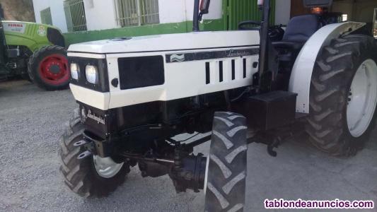 Tractor Marca lombardini.