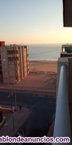 Alquiler vacacional de apartamento junto al mar.