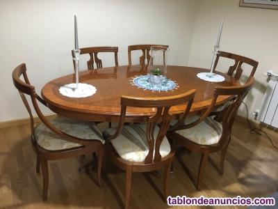 Mesa de comedor con seis sillas tapizadas