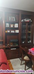 Se venda armario de salon como nuevo . Madera de cerezo.