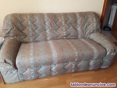Vendo sofa de tres plazas de  piel en buen  estado.