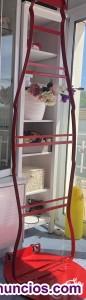 Coca Cola botella roja. Cartel con ruedas. Colección y decoración.
