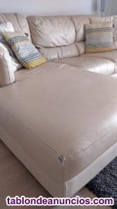 Sofá de piel beige