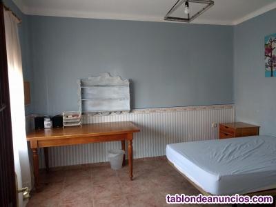 Habitación para chica estudiante en casa compartida