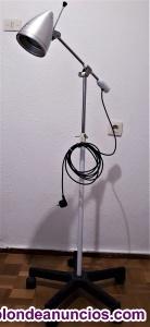 Venta o permuto lampara de pié con ruedas  giratoria y varias alturas