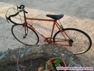 Bicicleta antigua de carreras