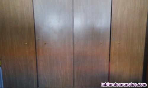 Armario de cuatro puertas