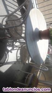 Mesa de mármol blanco y sillas