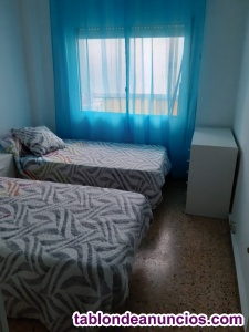 Se alquilan 1 habitacion en piso compartido solo 1 chica