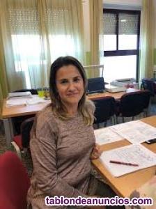 Profesora con experiencia en tfg y tfm
