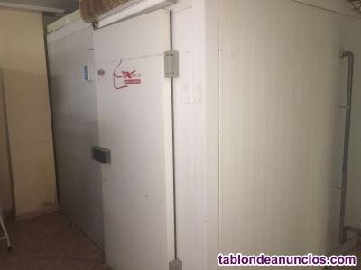 Cámara refrigerada usada.