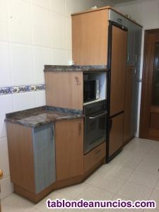 Vendo muebles de cocina y electrodomésticos (precio negociable).
