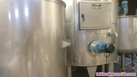 Depósitos INOX 4800 l y 1000 l con agitador