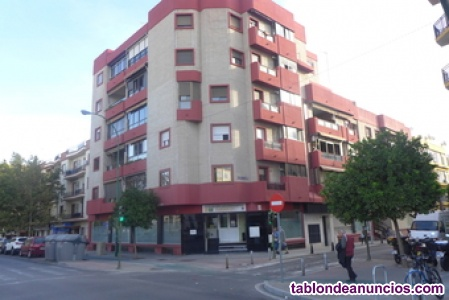 Se vende estupendo local en Cruz del Campo, más de 370 m2