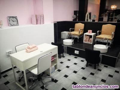 Alquilo puesto de trabajo para uñas, manicura, pestañas, cejas, pedicura, laser.