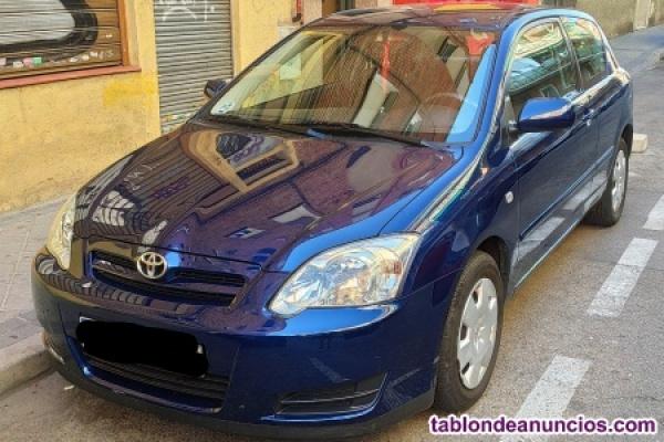 Toyota color azul con 62300 KM. REALES exelente estado