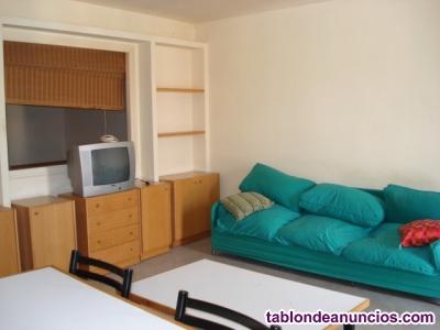 Alquilo piso 2 habitaciones en la plaza de Vic
