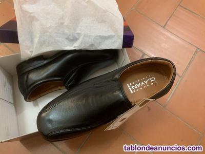 Zapatos Clayan fabricación nacional, sin cordones del nº43, sin usar.