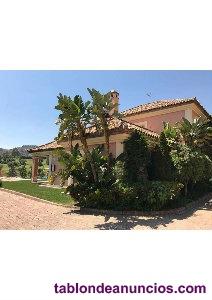 Magnífica villa en venta situada en primera línea de golf
