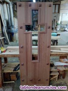 Puerta de madera maciza de iroko