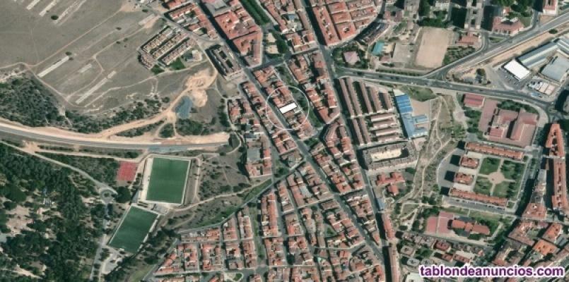Venta de solar urbano en Calle Hiniesta 86 y Parque de las Merinas