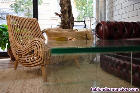 Sillón elaborado en rattan y caoba