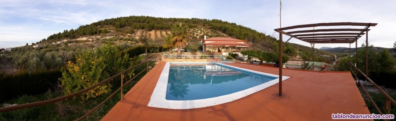 Casa en el campo con piscina, barbacoa y pista de tenis