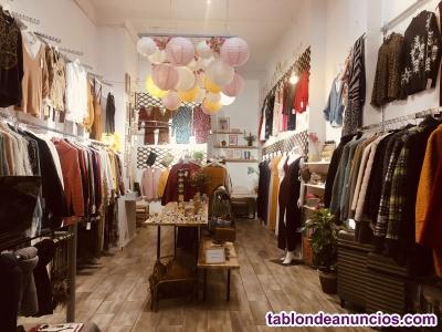 Tienda de moda en traspaso en centro turístico de Barcelona